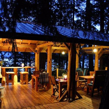 Powell River, Canada: The Cabana Cafe illuminated at night