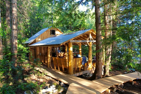 Powell River, Canada: Cabana Cafe nestled in the rainforest in Desolation Sound