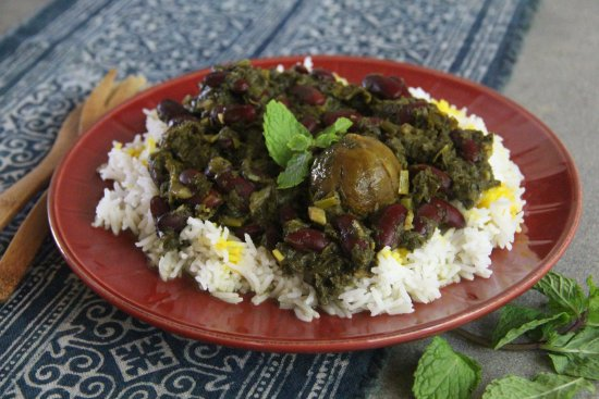 Lawai, Hawái: Ghormeh Sabzi ~ Kauai-grown leafy greens with kidney beans & dried Persian lime