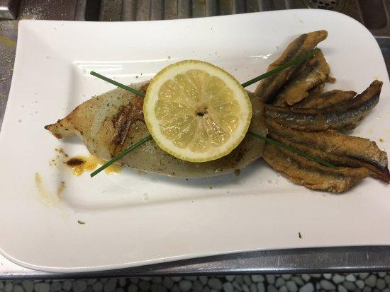 Herne, Tyskland: Reis Gefüllte Tintenfisch