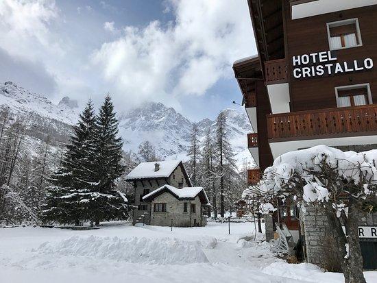 Hotel Cristallo: L'albergo Cristallo si trova ai piedi del Monte Rosa