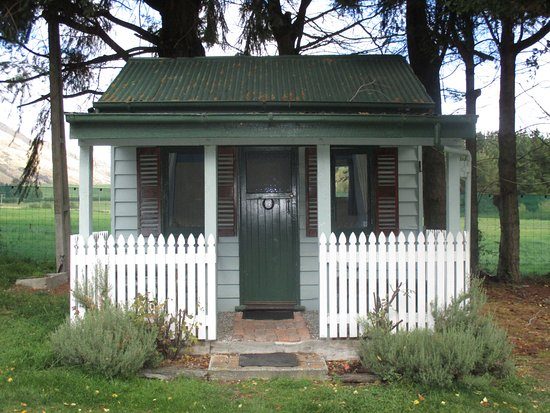 Kingston, New Zealand: Cabin #3 - Historic Miners Hut with 1x double bed