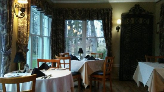 Mount Joy, PA: Their sunroom dining room sets the tone for a very romantic experience!! ;)