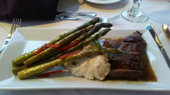 Mount Joy, Pensylwania: My husband's scrumptious Steak dinner with black truffle whipped potaoes!