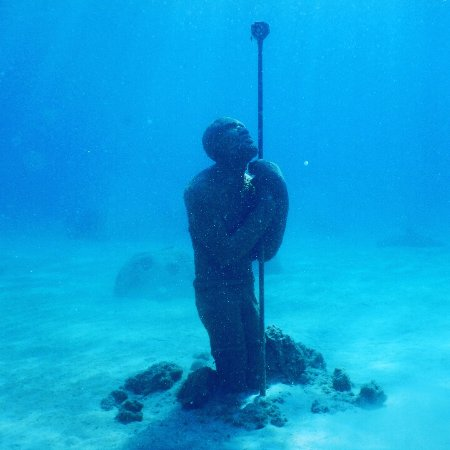 Île de New Providence : one of the underwater statues