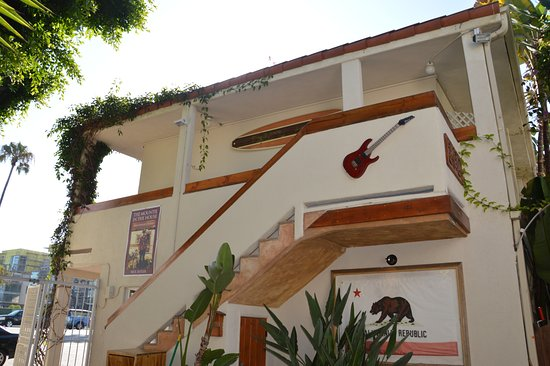 The Hotel California: Ingresso camere laterale