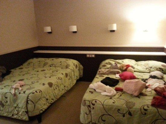Hostellerie de Bretonniere: excusez les affaires sur le lit