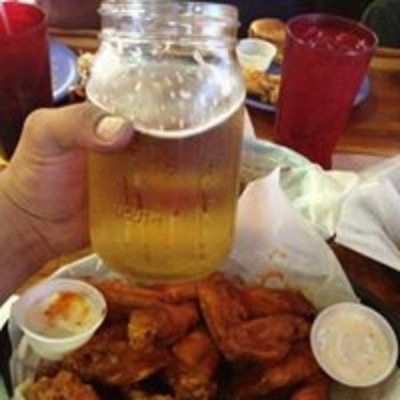 Clint, เท็กซัส: Wings an Ice cold Beer!!!