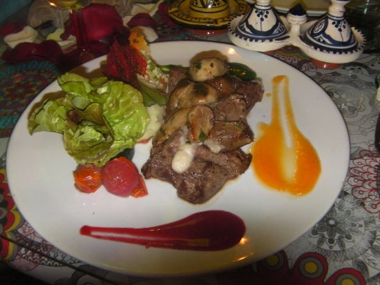 Caravane Cafe: Filet de bœuf aux cèpes.