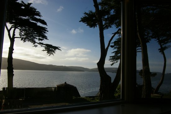 Inn on Tomales Bay: The view of Tomales Bay from South Room