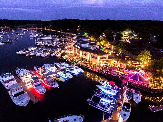 Chesapeake City, MD: Night time overhead view of Chesaepake Inn Restaurant & Marina