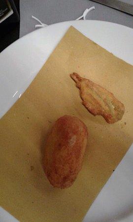 Trinita, Италия: Due antipasti alici con provola e crocchette di patate