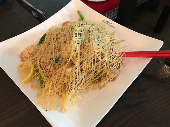 The Tall Lemongrass: Pad Thai