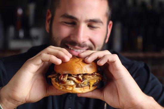 Chesapeake City, MD: Homemade half lb angus burgers