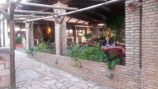Kato Achaia, Greece: Die Restaurant- und Frühstücksterrasse.