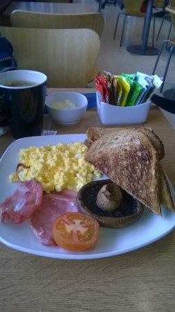 Chestfield, UK: Scrambled egg bacon mushroom tomato and toast £3.85