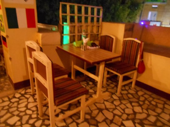 Natraj Restaurant: Cosy Table on the first floor
