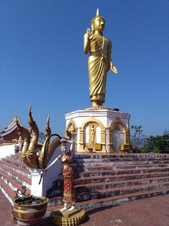 Phu That: Grane Budda con alal base le sue posizioni nei 7 giorni della settimana