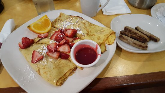 Bannockburn, IL: Strawberry Crepes & Turkey Sausage, enough for leftovers!