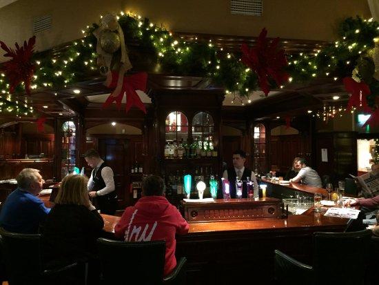 The Killarney Park Hotel: beautiful bar/restaurant