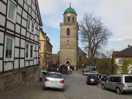 Diemelstadt, Jerman: Retaurant, auf ca. 11 Uhr, gelbes Gebäude, ehemaliges Rhodener Rathau, heute u. a. Standesamt  u