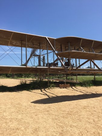 Kill Devil Hills, Βόρεια Καρολίνα: replica of the Wright Brothers on their plane.