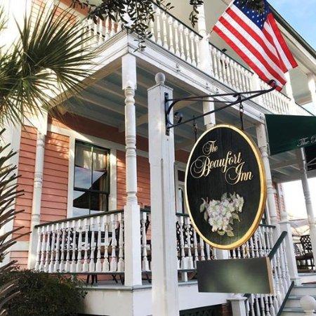 The Beaufort Inn: Entrance to the Inn