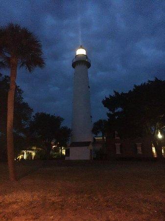Saint Simons Island, جورجيا: Her beacon shines bright