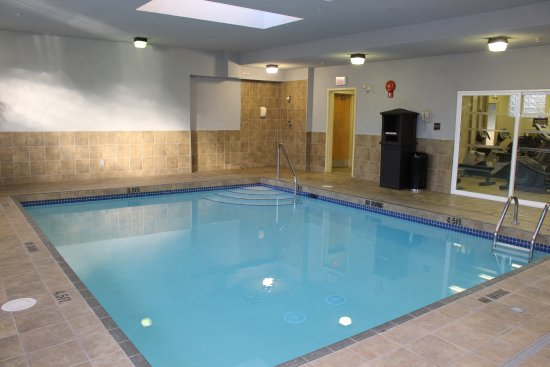 Best Western Plus King George Inn & Suites: Heated Indoor Pool-open from 6:30 am-10:00 pm daily!