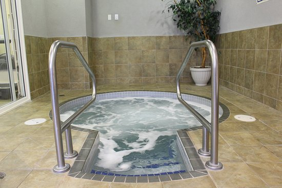 Best Western Plus King George Inn & Suites: Indoor Hot Tub-open from 6:30 am-10:00 pm daily!