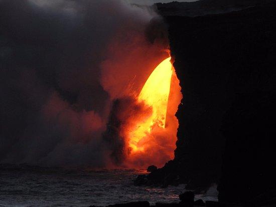 Native Hawaiian Lava : Zoom and flow in dark.