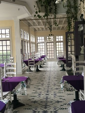 Balsam, Carolina do Norte: The dining area is beautiful and so romantic!