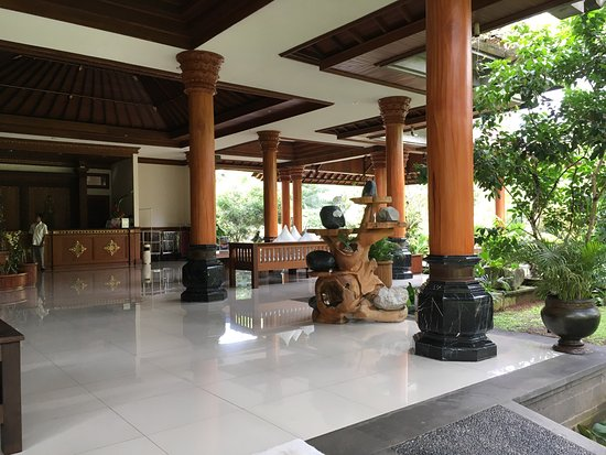 Bhuwana Ubud Hotel: Impressive grounds, big rooms, nice balcony, jungle sounds, and just a very pretty place.