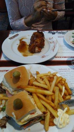 Cafe Copacabana: pollo relleno y chivito caadiense
