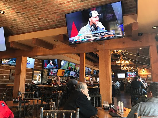 Orland Park, IL: Lots of TV's
