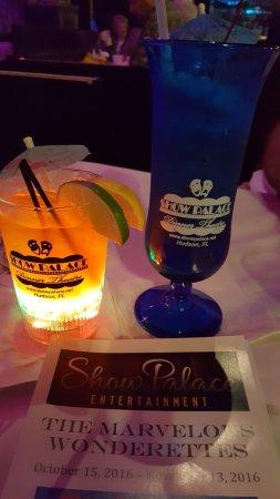 Hudson, FL: Excellent drinks, good buffet, wonderful show!