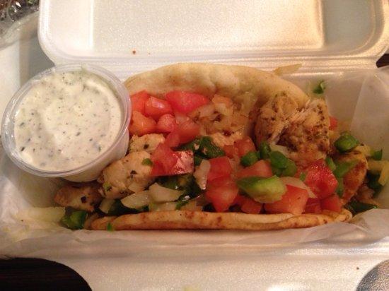 Kernersville, Kuzey Carolina: Chicken Souvlaki with tzatziki sauce