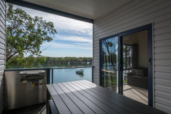 Huskisson, Avustralya: Outdoor Deck and BBQ of Waterfront Apartments