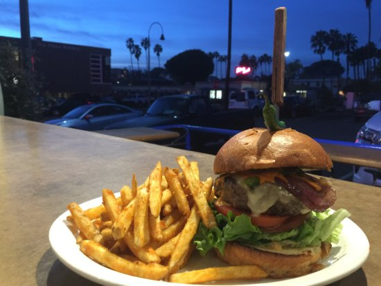 Solana Beach, CA: Pillbox Tavern & Grill