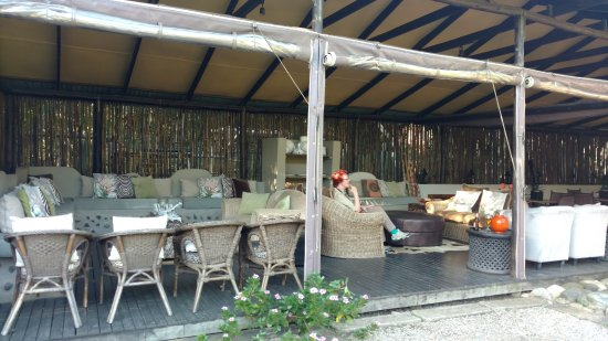 Emdoneni Lodge: bar / lounge area