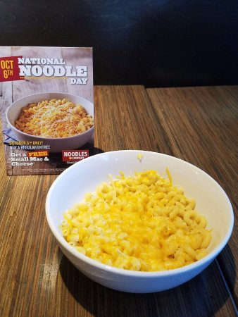 Garden City Park, NY: National noodle day, who knew? Found out and got my free mac n cheese! Looks like the picture!