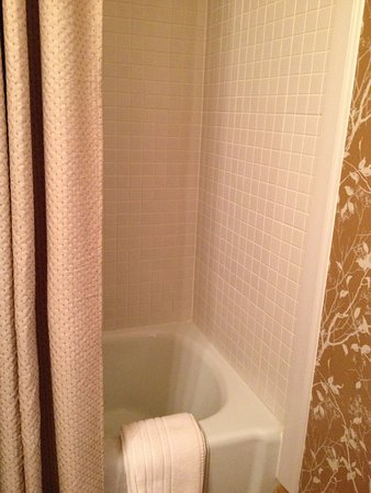 Jackson, LA: Gallery suite bath/shower