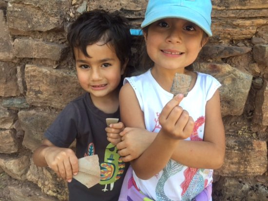 Tierraventura Ecoturismo  Day Tours: Finding ancient pottery at Cerro Viejo
