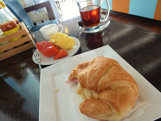Pak Nam, Thailand: Made to order breakfast is included. I chose the ham & cheese croissant - perfect!