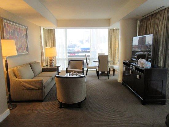 Four Seasons Baltimore: Beautiful, large 2-room suite