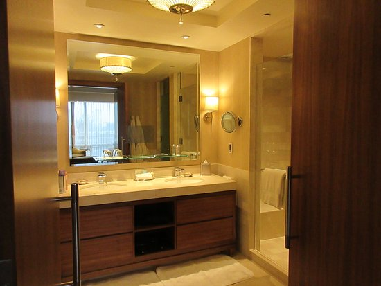 Four Seasons Baltimore: massive bathroom in the suite!