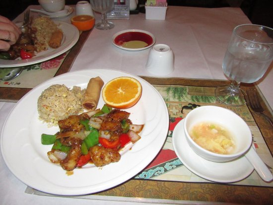 La Mesa, Californië: The Hunan fish special also came with a nice egg drop soup - what a deal