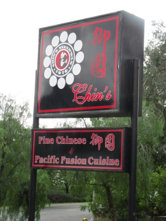 La Mesa, Californië: Signage outside Chin's restaurant