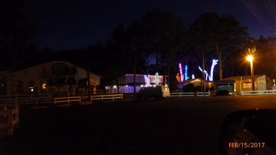Live Oak, FL: The center of activity at the camp is the cafe and main music hall open during events.