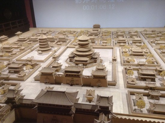 Luoyang, China: 天堂重建在隋唐遺址